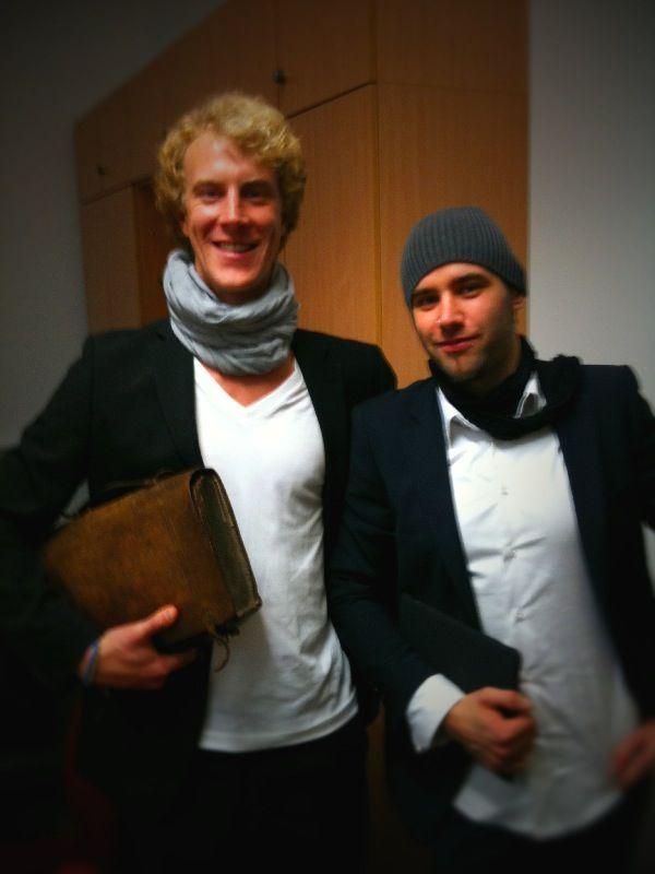 Ben Krammer und Jan M. Rechlitz nach der Diplom-Verteidigung